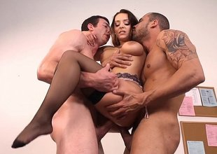 Liza del Sierra gets sandwiched wide of three vocation candidates