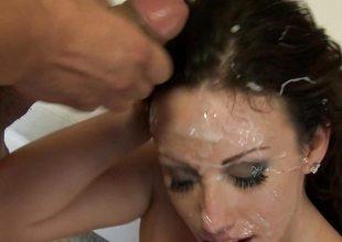 Bukkake for naughty cock addicited Jennifer Sickly