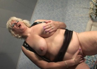 This hot full-grown mama gets dripping wet newcomer disabuse of her bauble