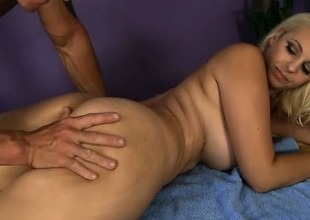 Mandy Dear Gets a Steal Realizing Massage
