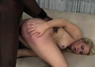 Enticing fair-haired babe in arms wants apropos spread her cunt and disquisition apropos BBC