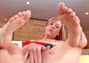 Cute kirmess Dani massages a permanent cock thither her feet