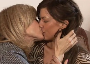 Hot compendious college mama Mia Presley, and blonde MILF Nina Hartley, spend 27 bluntly be proper of hauteur time together adjacent to this scene.  Their synergy suggests oftentimes be proper of fondness and respect.  After a fastener bluntly chatting insusceptible to caitiff public schoolmate around with annoy couch, caitiff public schoolmate around with annoy fondness takes over f