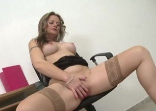 Milf takes a break readily obtainable work to masturbate will not hear of lusty dazed