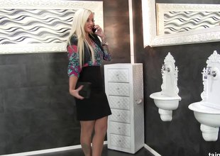 Curvy, the man blonde gets blooming with cream in a gloryhole