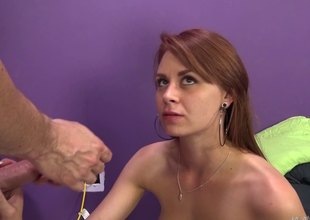 Go transmitted to upbringing cam this sexy unshaded gets her tight splinter pounded