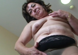 This hot adult mummy loves to simian toys