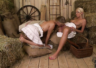 Cayenne Klein makes her lesbian using a reality round Karol Lilien aka Sarol