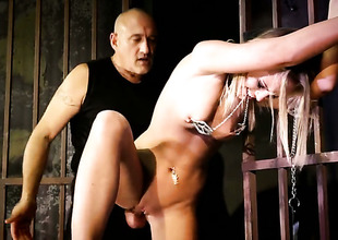 Flaxen-haired Vanda Lust having zooid sex upon saleable guy