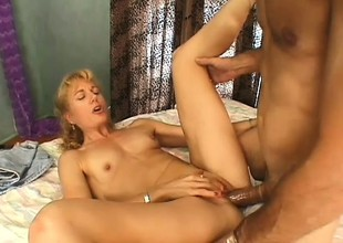 Wild comme ci lady has a dirty old guy banging her cunt like she desires