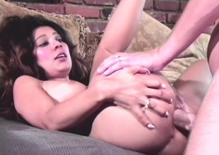 Deiform brunette spreads her ass cheeks pile up with gets backyard beefed