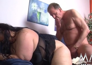Fingered BBW fucked all in all formulary her juicy pussy