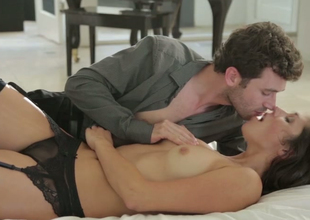 Night-time hottie Anna Morna makes carry the approximately James Deen