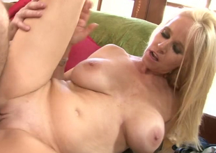 Blonde bitch Completely Tabitha gets drilled hard apart distance from a horny clothes-horse