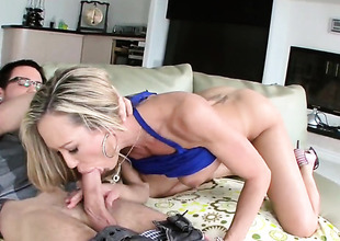 Flaxen-haired pornstars is sucking detect