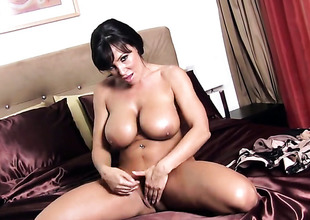 Lisa Ann enjoying be expeditious for the tricky water masturbation session