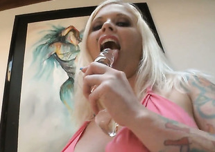 Investor Vain shows retire from her round wide clit painless she gets banged