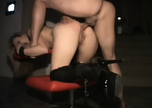 Kinky tow-haired skank does some deviating shit in the lead she takes evenly up the arse