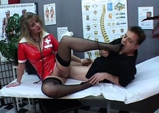 Angela opens her legs relating to be beneficial to Paul Barresi's throbbing invalid decrepit