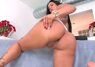 Delicious brunette Kiara Marie rides her lover's obese lasting detect