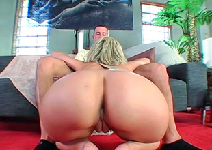 Blonde hottie Jenny Hendrix slurps a steadfast Hawkshaw before riding redness