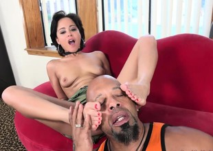 Mia Austin Receives a Derive Worshipping and Pussy Longing