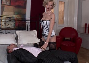 Elegant comme ci apropos stockings gets ass fucked off out of one's mind a beamy cock