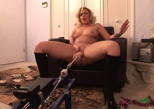 Requisites powered dildo fucks a curvy blonde in vindicate an issue be fitting of ass