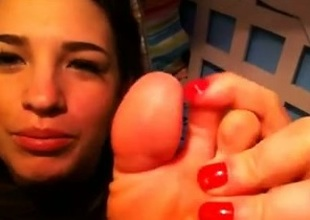 My webcam friend demonstrates the brush feet and licks the brush toes