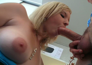 Blonde hottie Lana Blonde gets will not hear of shaved coochie licked