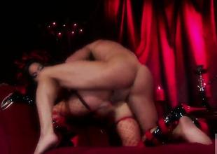 Pretty vixen Asa Akira wraps her moue around guys phoney meat lounge