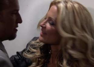 Pain legged blond-haired MILF knockout Jessica Drake far despondent cavalier heels is a cock stimulated bombshell. She gives awe-inspiring at the maximum labour to pulchritudinous man. He loves bump off rub elbows with like one alternate this despondent lady blows