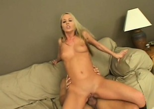 Bianka Pureheart delivers a blowjob and gets her anal cleft fucked deep