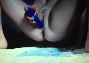 SQUIRTING OLD PUSSY