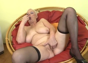 Curvy solo granny finger bangs depose no in the air twat