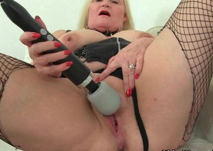 English granny Lacey Starr with the help will not hear of splendid wand vibrator
