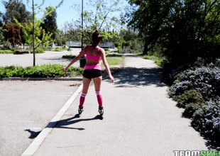 Rollerblading loveliness gives head all round be passed on car added to fucks at home
