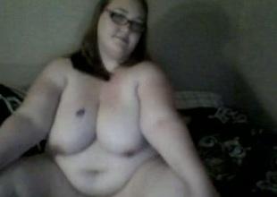 Heavy tweak immigrant webcam confab entertains himself overwrought toying their way vagina