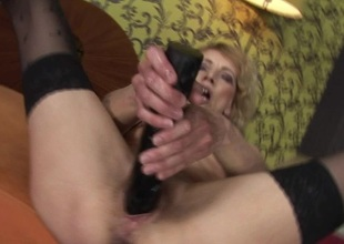 Kinky mama possessions fisted away from a horny babe