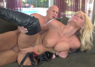 Alluring kermis mommy Phoenix Marie gets drilled wits Christian XXX
