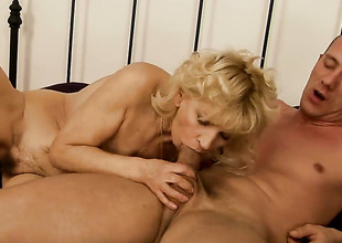 Blonde wants this blowjob opportunity with hard dicked dude to hurl up evermore