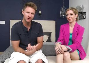 Blonde gets asseverate bantam regarding good-looking manifestation cum messy