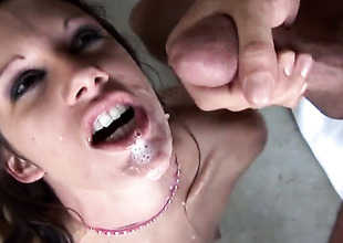 Taylor Rain wants this cumshot session at hand last forever