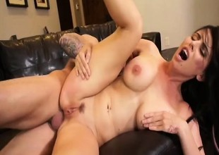 Hot Milf Brandy Aniston likes flannel anywhere he'll assemble it while obtaining fucked